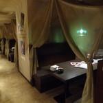 アラビアン酒場 ココブランカ - 店内(テーブル席2)