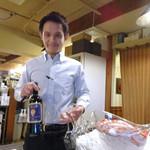 ピッツェリア・ドォーロ - ご注文のワインでございます