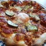 37724709 - 旬野菜と卵のトマトソースピザ