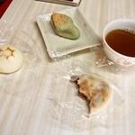 南峰堂本舗 - 店内ではお茶が無料で飲めます