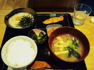 黒長兵衛 羽田空港店 - 麦とろ定食¥1800