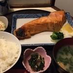 37730244 - 日替り焼魚定食(シャケ)