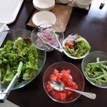 タンバール - バイキング形式のサラダ