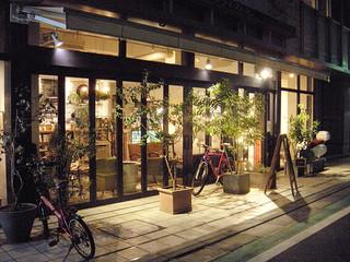 ハイファミリア - 店前/夜