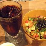 ハイファミリア - サーモンとアボガドの Bowl丼セット/アイスコーヒーで ¥920