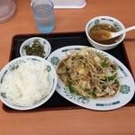 日高屋 - 野菜炒め定食570円(肉入り)肉もそこそこはいってるので、肉野菜を頼まなくてもこれで十分。