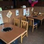 尼崎牧場 - 店内テーブル席1
