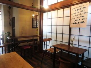ルスルス 浅草店 - イートインスペース