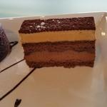 COTY - 真ん中アイスのキャラメルケーキです。