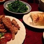 台湾食堂 帆 - 空芯菜、噂の餃子、噂の豚唐揚