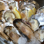 かき小屋 - 三種の生牡蠣