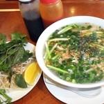 サイゴン - 鶏肉フォー・野菜・ソース