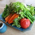 手打ちそば秀ちゃん - 料理写真:地元野菜を使った野菜サラダ!