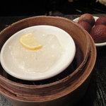 翠亨邨茶寮 - 生磨馬蹄糕(クワイの蒸し羊羹)&茘枝