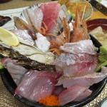 37753008 - 海鮮丼・ランチタイム ¥1050(税込)