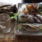 漁師料理十次郎 - 日本酒も加えて、さぁ!いただきます
