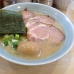 らーめん専門店小川 - 半ちゃーしゅー麺(チャーシュー3枚)と味玉