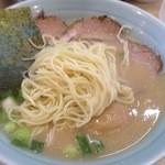 らーめん専門店小川 - 麺のアップ(鰹だしとんこつラーメン)