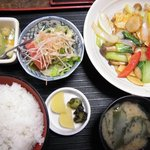 おざわ屋 - 若鶏と野菜炒め定食