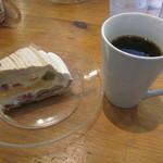 デリ アンド ベイキング - フルーツモンブランとコーヒー