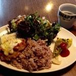 野菜とワインの食堂 スナッピィー - プレートランチ&ホット黒豆玄米茶