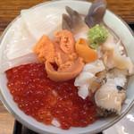 37761798 - 5色丼(うに、つぶ、ほっき、いか、いくら) ¥1,500