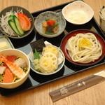水車 - デザート付きでこぶりな海鮮丼も人気の「ミニ姫膳」