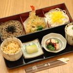水車 - 蕎麦とうどんの「夫婦天ぷら定食」