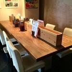 農業高校レストラン - 入って正面に大テーブルがあります(2015.5.9)