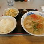 味平 - 料理写真:ランチメニュー ラーメンセット\650