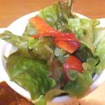キッチン アンド マム - ランチ 牛煮込みシチュープレート仕立て 1250円 サラダ 【 2015年5月 】