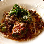 DELI MARKET BERUWALA - 牛テール肉とブロッコリーのラグーソース 生パスタ  スープ、サラダ付  ¥1,300