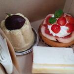 37765973 - くるみ、さくらんぼとイチヂクのタルト、白いチーズケーキ