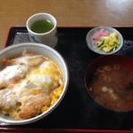 松葉屋 - チキンかつ丼  800円       2015年5月9日訪問