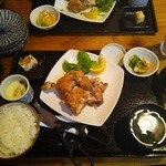 釜焼鳥本舗おやひなや - 釜揚げ鶏定食?980円(税抜)