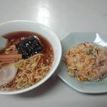 味の枝 - ラーメン半チャーハンセット 750円(税込)(2015年5月9日撮影)