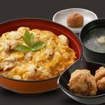 鶏三和 - 料理写真:豊かな旨味とこくの名古屋コーチンのお肉と黄身の弾力が抜群の名古屋コーチンの卵の親子丼に一番人気の塩唐揚をセットにしました。