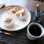 ヤサシイウタ - ケーキプレート&ブレンドコーヒー