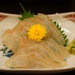 季節料理くら井 - ヒラメ昆布〆680円 絶妙な〆具合