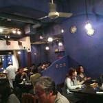 ダバ インディア - ブルー調で素敵な店内