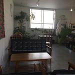 n.b.cafe - ソファ席もあります