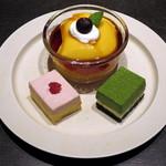 ティーベニール - 二種(抹茶・苺)の二層チーズケーキと京都美山産卵のカスタードプリン(税別\650、2015年3月)