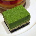 ティーベニール - 二種(抹茶・苺)の二層チーズケーキと京都美山産卵のカスタードプリン(抹茶チーズケーキ、2015年3月)