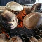 古民家食堂もちづき - 焼はまぐり ¥2,000