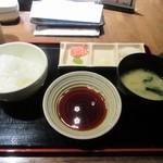 那かむら - 最初にセットのご飯とお味噌汁のセットがカウンターに運ばれて来ます。