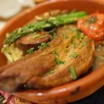 37792573 - アスパラ羊と野菜のテラコッタ焼き