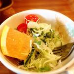 37793661 - ミートドリアセットのサラダ、ちょっと食べちゃってます。