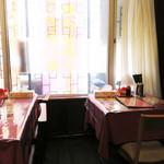 広東飯店 美香園 - 昔ながらの街の中華屋さんといった感じ。       2階席もあるようでした。