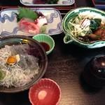 湘海亭 - シラス丼とお造りとマグロの頬肉ステーキのセット 2,000円