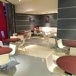 プラネタリウム スターリー カフェ - プロント入口テラス席(通常利用席/Dome Bar入場待ちはここで待つ)